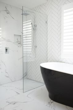 Luxury Bathroom Master Baths Beautiful is certainly important for your home. Whether you pick the Luxury Bathroom Master Baths Benjamin Moore or Small Bathroom Decorating Ideas, you will make the best Dream Master Bathroom Luxury for your own life. Modern Bathtub, Modern Bathroom, Bathroom Marble, Minimalist Bathroom, Marble Tiles, Black Bathtub, Black Tub, Marble Wall, Bathroom Mirrors