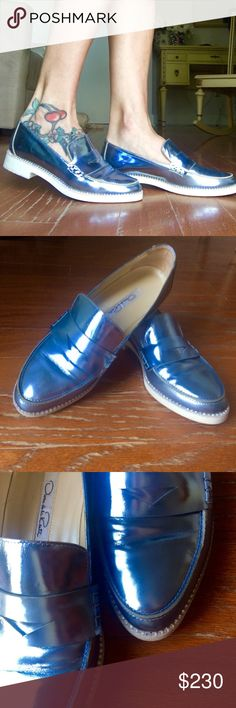 Flash Sale 🎉Authentic Oscar De La Renta Loafters Gentry worn, metallic blue color, size fit 6,5-7, with amazing stones across all shoes 😍💎 no box and dust bag... Was veryyyy expensive purchase in Italy... Price firm 🌹 Oscar de la Renta Shoes Flats & Loafers