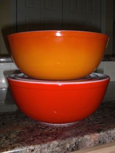 Pyrex 404's Flameglo I really like these Colors :)  My latest score: large orange Flameglo bowl. Less than $5 and no dishwasher damage - shiny, pretty and fun to have.