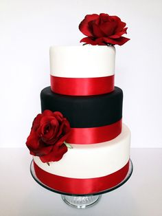 Totally in love with this black and white cake with dramatic red accents made by Rainy's Cookie Cafe