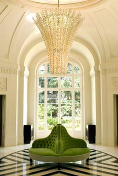 A super glam, Chairish approved entryway
