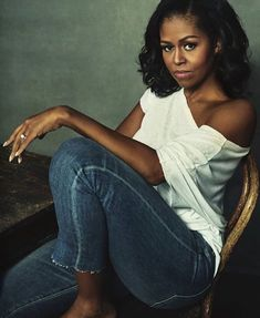 Our beautiful Former First Lady--Michelle Obama Michelle Und Barack Obama, Michelle Obama Fashion, Barack Obama Family, Michelle Obama Photos, First Black President, Mode Costume, Black Presidents, Jane Birkin, My Black Is Beautiful