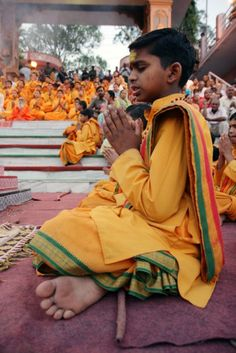 India - Uttarakhand - Rishikesh The God's Abode City - Ganga Aarti !! www.rishikeshyogdham.com