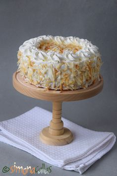 Tort cu cocos vanilie ciocolata si frisca Romanian Desserts, Homemade Cakes, Coco, Sweet Treats, Ice Cream, Sweets, Cooking, Drink, Books