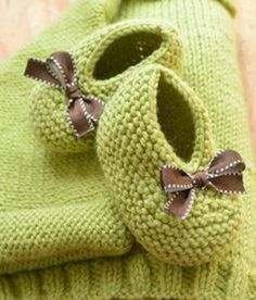 Baby Booties Knitting Pattern, Knit Baby Shoes, Crochet Baby Boots, Baby Shoes Pattern, Knit Baby Booties, Booties Crochet, Baby Hats Knitting, Crochet Baby Clothes, Baby Knitting Patterns