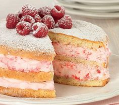 Genoise Cake with Raspberries and Cream