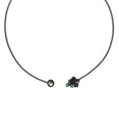 gargantilha-hibisco-prata-rodio-negro-com-madreperola-negra-diamante-negro-e-nefrita - Designer Luisa Schroder