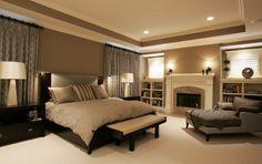 Gorgeous neutrální ložnice s krbem - mybungalow.org