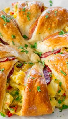 Crescent Bacon Breakfast Ring Recipe ~ This beautiful Crescent Bacon Breakfast Ring will be everyone's weekend breakfast of choice, it's loaded with bacon, eggs and cheese. Perfect for brunch as well. Brunch was just ok, for variety, for quality (cold). Breakfast Desayunos, Breakfast Items, Breakfast Dishes, Breakfast Recipes, Breakfast Croissant, Crescent Roll Breakfast, Breakfast Appetizers, Breakfast Sandwiches, Bacon Breakfast Burritos Recipe