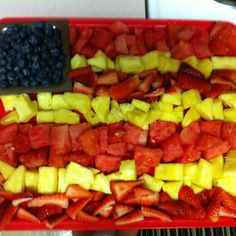 This is the fruit platter I made for Daniels going away party! Everyone loved it =))))