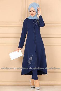 Modest Fashion Hijab, Abaya Fashion, Fashion Dresses, Islamic Fashion, Muslim Fashion, Salwar Neck Designs, Cute Prom Dresses, Pakistani Dress Design, The Dress