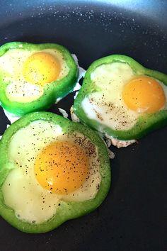 Fried Eggs in Green Pepper Rings