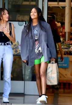 And Willow Smith, was showbiz chic when she was spotted grocery shopping at a Whole Foods in Los Angeles this Tuesday. Willow Smith, Looks Street Style, Looks Style, Looks Cool, My Style, Vetement Fashion, Models Off Duty, Mode Inspiration, Courses