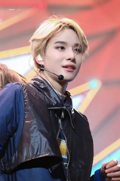no es de loona pero es alta lesbiana i know is jungwoo from nct not loona, but is a lesbian and this is a fact Winwin, Taeyong, Jaehyun, Nct 127, Johnny Lee, Yuta, Kim Jung Woo, Fandom, Entertainment