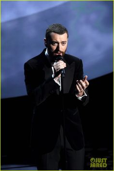 Sam Smith Sings 'Writing's On the Wall' at Oscars 2016 (Video): Photo #935596. Sam Smith sings his heart out while performing his nominated song at the 2016 Academy Awards held at the Dolby Theatre on Sunday (February 28) in Hollywood.    The…