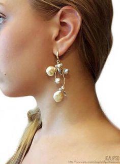 Orecchini perle realizzati con perle di rosa, cristallo, argento sterling 925, sono perfetti per una sposa. Realizzati con un preciso e meticoloso lavoro manuale, anche le loro componenti vengono scelte accuratamente. Perfetti anche per le orecchie più sensibili. * Secondo la