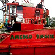 #nave #rossa da #cantiere al #porto di #cesenatico #romagna #sea #beach #mare #spiaggia #cesenaturismo #ig_forli_cesena #harbour #ship #emiliaromagna_super_pics #igfriends_emiliaromagna_ #igersemiliaromagna #igersfc #volgoeniliaromagna #vivoforlicesena #vivoemiliaromagna #volgoforlicesena  #skyscraper #clouds  #volgoitalia #ig_emilia_romagna #ig_emiliaromagna