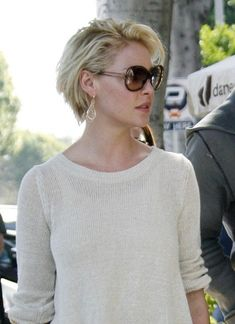 """""""Katherine Heigl Goes Short – Makeover or Makeunder? The latest celebrity to join the 'short hair' club: Katherine Heigl !"""", """"Katherine Heigl sports a Haircut Trends 2017, Hair Trends, Hair Day, New Hair, Curly Hair Styles, Natural Hair Styles, Haircut For Older Women, Katherine Heigl, Corte Y Color"""