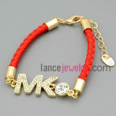 Special chain link bracelet with letter decoration