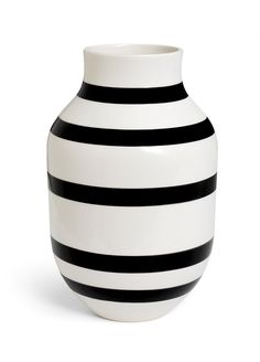 The Omaggio series is a modern design classic. The iconic hand-painted stripes are represented in countless Nordic homes and loved by design enthusiasts all over the world. The 12-inch high vase is wh