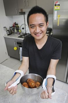 Queensland University of Technology student Ching-Hao Hsu has designed a device to help rheumatoid arthritis sufferers get a better grip on hot cookware.