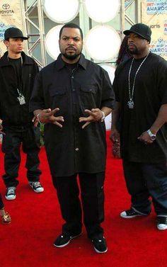 Best Dressed Rappers: List of Most Fashionable Hip Hop Artists Hip Hop Fashion, Urban Fashion, 90s Fashion, 90s Hip Hop, Hip Hop Rap, Ice Cube Rapper, History Of Hip Hop, Estilo Hip Hop, Hip Hop Classics