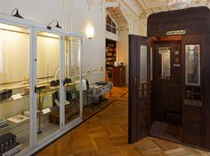 this record elevator was restored from an old art deco house in vienna Gothic Mansion, Art Deco Home, Retail Interior, Old Art, Beautiful Buildings, Restoration, Vintage Records, Elevator, Mansions