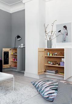 får du mere plads i stuen Store puder på gulvet i stuenStore puder på gulvet i stuen Entrada Ikea, My Living Room, Living Room Decor, Ivar Regal, Ikea Ivar Cabinet, Ikea Units, Modern Kitchen Design, Living Room Inspiration, Diy Home Decor