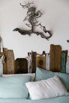 The guest bedroom features a driftwood headboard. Photo: Mason Trinca, Special To The Chronicle Driftwood Headboard, Driftwood Art, Driftwood Ideas, Popcorn Ceiling, Queen Headboard, Diy Headboards, Ocean Bedroom, Bedroom Retreat, Master Bedroom