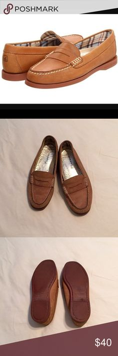 ⭐️SALE⭐️Sperry Women's Hayden Penny Loafer Worn only a handful of times. There are a couple visible indicators of scuffing and wear, as shown in the photos above. I am a Size 8, and these are a little snug on me. Overall, a classy, stylish addition to any wardrobe! Sperry Top-Sider Shoes Flats & Loafers