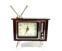 Miniatura Relógio - TV Antiga - Versare Anos Dourados - A 7 x L 7  x  P 2  - R$ 94,60