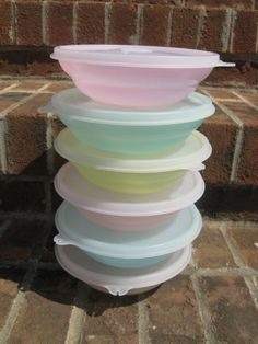 I LOVE vintage Tupperware. And also sheer/frosty colored plastic. Tupperware Bowls, Vintage Tupperware, Vintage Kitchenware, Vintage Dishes, Plastic Ware, Plastic Bowls, Retro Vintage, Vintage Items, Vintage Stuff