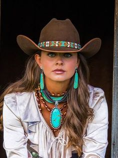 Turquoise Jewelry Necklace ~ Cattleman ~ These are the finest cowboy hats in the West! A blend of natural beaver felt and wild European hare, that will wear well for years. The Cattleman is our best selling horse show hat and a classic cowboy shape. Mode Country, Estilo Country, Country Girls, Western Chic, Western Hats, Western Outfits, Cowgirl Outfits For Women, Western Dresses, Cowgirl Western Wear