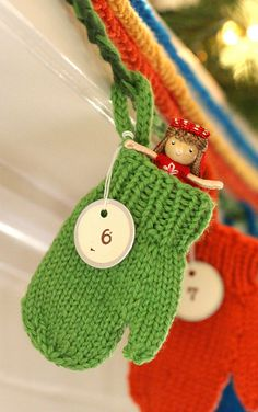 A mitten advent calendar! *swoon* (Can someone make all the mittens for me? Kthxbye)