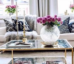 Living room table decoration ideas with globe crystal vase and vintage candle holders | Decolover.net