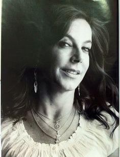 A Deputada Cadeirante Mara Gabrilli na coluna 20P da revista Playboy ~ PcD On-Line