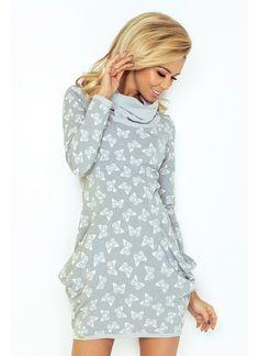 Sivé šaty s motýlím vzorom