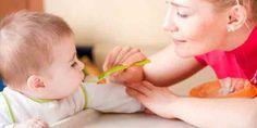 Πότε να βάλεις τις στερεές τροφές στη διατροφή των μωρού σου. Όσα συνιστούν οι…