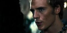 VIDEO: New Finnick and Johanna clips from Catching Fire