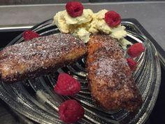 Gebackene Schoko-Bananen & Kiwi-röllchen in Zimt-Zucker an Vanilleeis