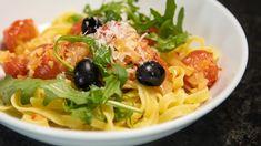 Foto: Erik Waage / NRK Pasta Arrabbiata, Vegetarian Eggs, Nigella Lawson, Sashimi, Wok, Parmesan, Chili, Salads, Spaghetti