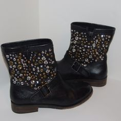 Steve Madden boots MAKE OFFER .....ITEM- Steve Madden Leather Boots .....CONDITION- Very good. Worn once. .....STYLE- Studded Boots .....COLOR- Black .....SIZE- 8.5 .....FIT- True to size   -----I SHIP WITHIN 24 HOURS.   -----PLEASE ASK ALL QUESTIONS PRIOR TO PURCHASING. Steve Madden Shoes