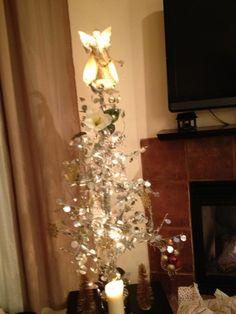 LA Sales Center: Modern Christmas tree