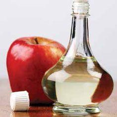 5 Raisons pour prendre du vinaigre de cidre de pomme L'acide acétique dans le vinaigre de cidre équilibre le taux de pH pour aider à garder votre corps alcalin. Pourquoi? Un corps alcalin signifie une meilleure fonction immunitaire et plus d'énergie. Même si le vinaigre est acide, ne vous laissez pas induire en erreur. Son effet sur votre corps est extrêmement alcalinisant. La même chose est vraie pour les citrons. Donc, buvez l'eau de citron et le vinaigre de cidre.