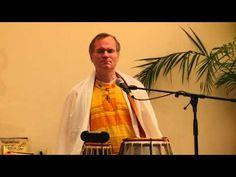 Sukadev, der Gründer und spirituelle Leiter von Yoga Vidya leitet eine Meditation an mit dem Schwerpunktthema Energie und Vertrauen. Zu Beginn rezitiert er ein längeres Mantra in dem die Kraft und Hilfe von Lakshmi, der göttlichen Energie der Fülle, angerufen wird.  http://www.youtube.com/watch?v=Qx5IR7Jrdj4