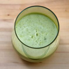 A Simple Juice Recipe That Promises to Energize and Detoxify: apple, lemon juice, ginger