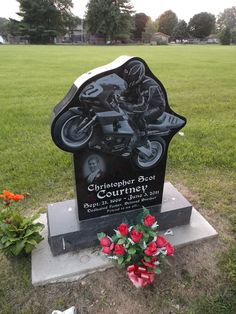 The Motorcycle Marker of Christopher Courtney at the Venice Cemetery in Ross, Ohio Cemetery Angels, Cemetery Art, Cemetery Headstones, Cemetery Monuments, Tombstone Epitaphs, Unusual Headstones, Post Mortem Photography, Funeral Memorial, Famous Graves