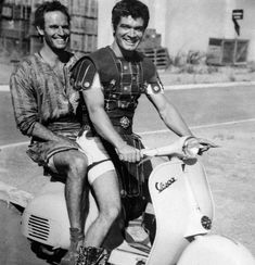Charlton Heston and Stephen Boyd, still in costume, have fun with a Vespa in-between takes of shooting BEN-HUR. I wonder how a Vespa race would look like compared to the chariot race. Golden Age Of Hollywood, Vintage Hollywood, Classic Hollywood, Muppet Show, Charleton Heston, Ben Hur 1959, Les Muppets, First Ladies, Foto Poster