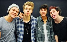 Article Posculture - 5 Seconds of summer  http://posculture.com/2015/11/27/5-seconds-of-summer/