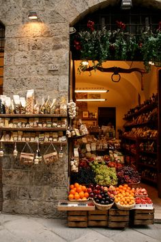 Market in Italy - Love the stone